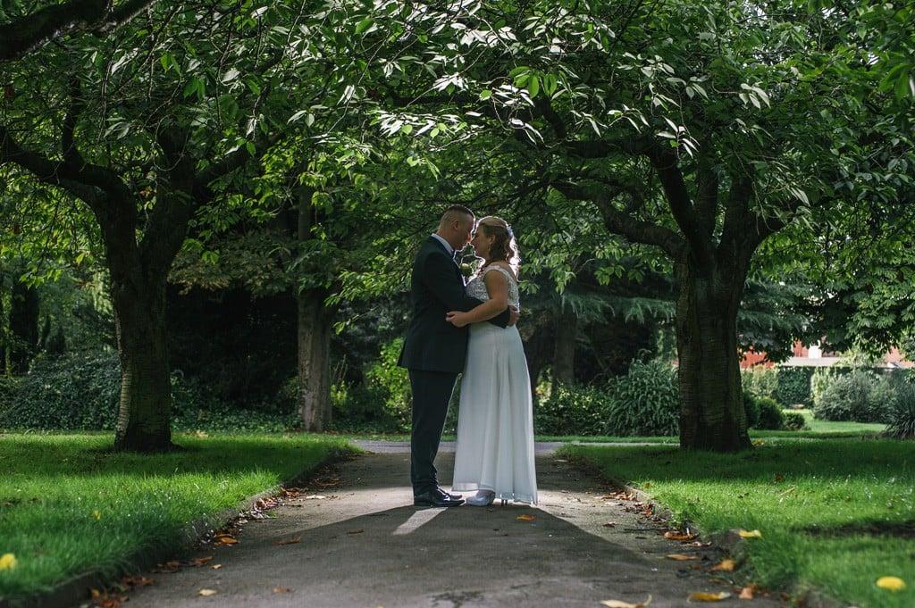 Portret ślubny w parku