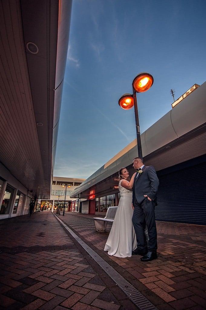 Sesja ślubna w opuszczonym centrum