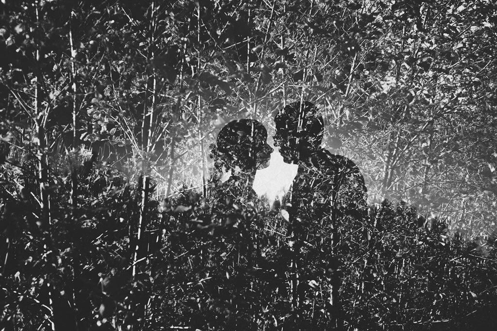 Fotografia ślubna podwójna ekspozycja z krzakami
