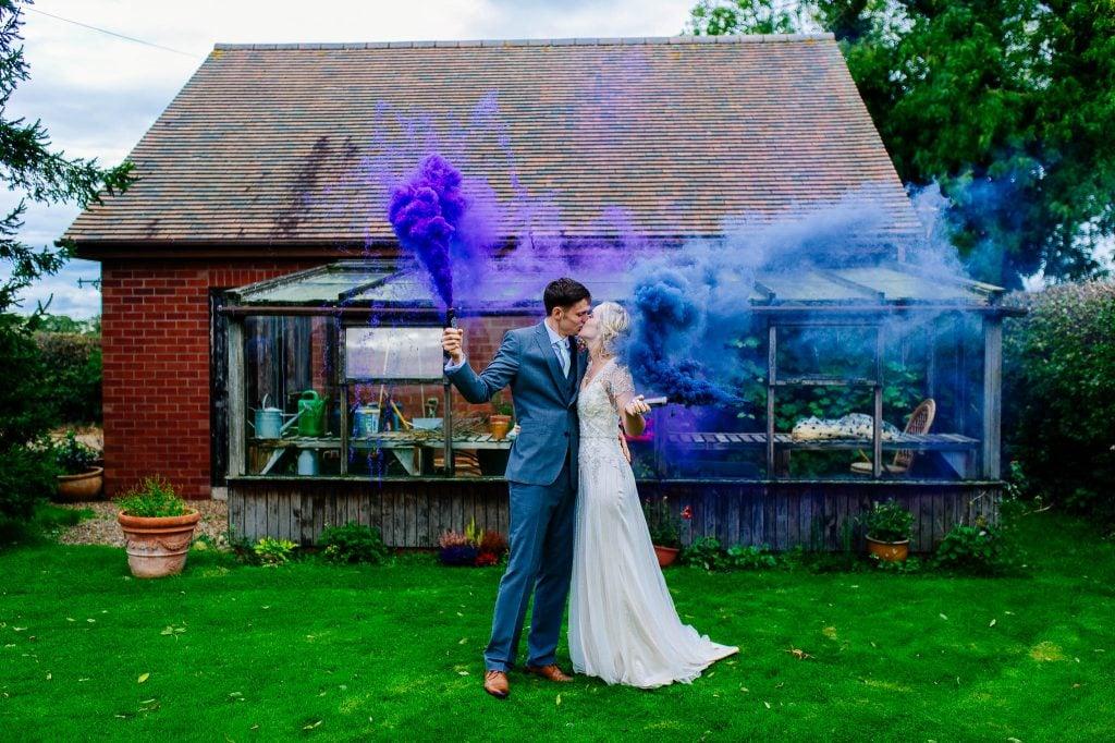 Sesja ślubna ze świecami dymnymi