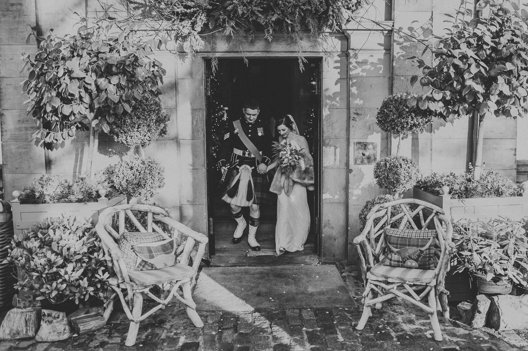 Nowożeńcy zaraz po ślubie