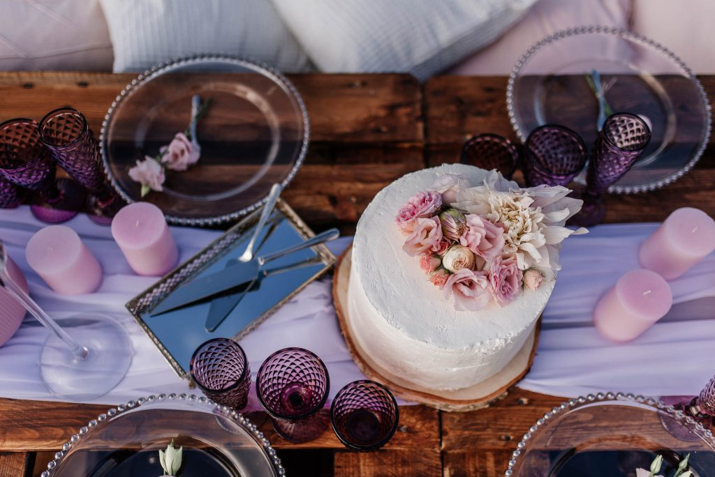 Tort ślubny na plaży