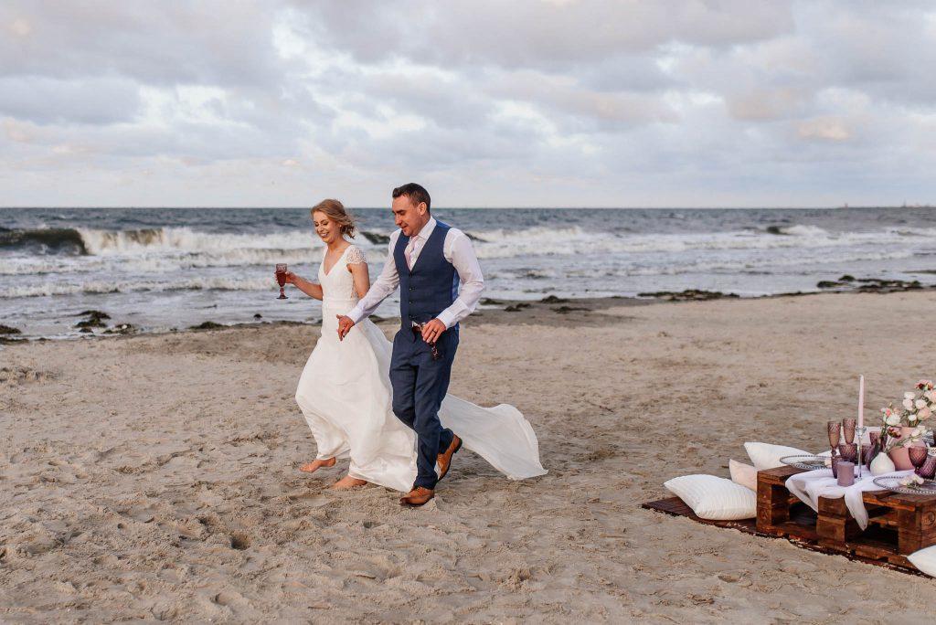 Ślub w plenerze nad morzem