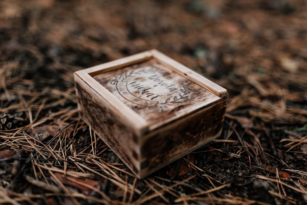 Pudełko drewniane na ślubny pendrive