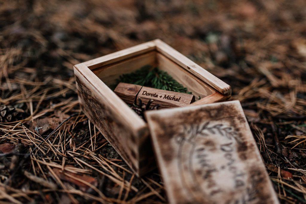 Ślubny pendrive usb w drewnianym pudełku