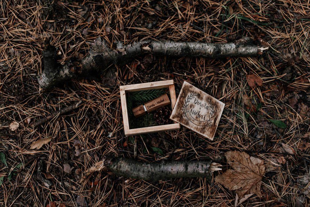 Nośnik udb do zdjęc ślubnych w drewnianym pudełku