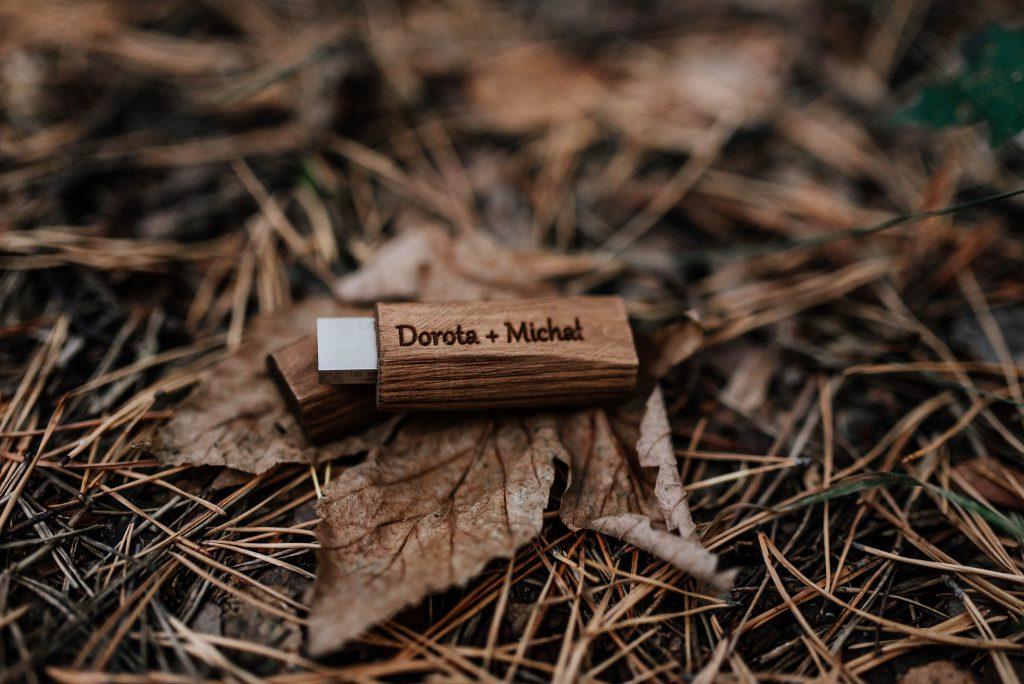 Drewniany pendrive na zdjęcia ślubne