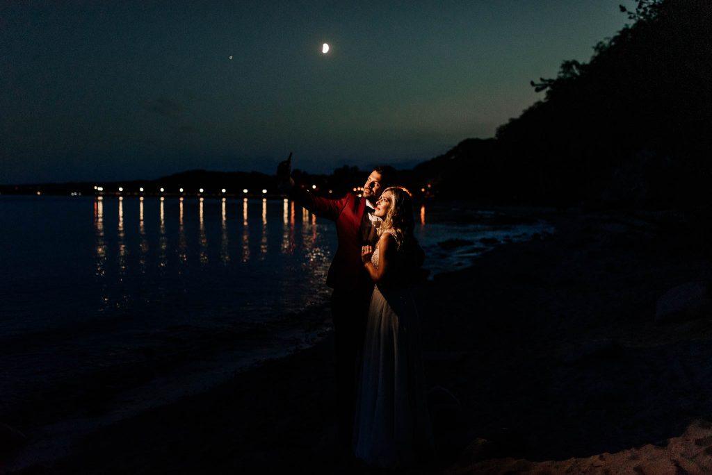Ślubna sesja plenerowa przy molo w Orłowie