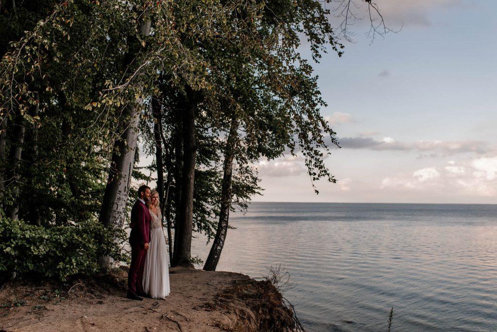 Para młoda na sesji plenerowej przy Klifie Orłowskim