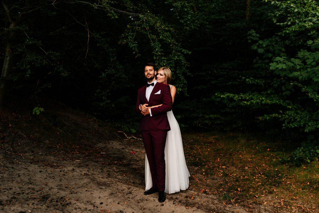Ślubna sesja plenerowa w lesie w Gdyni