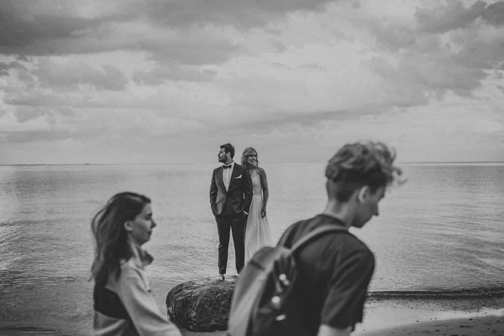 Ślubna sesja plenerowa nad morzem