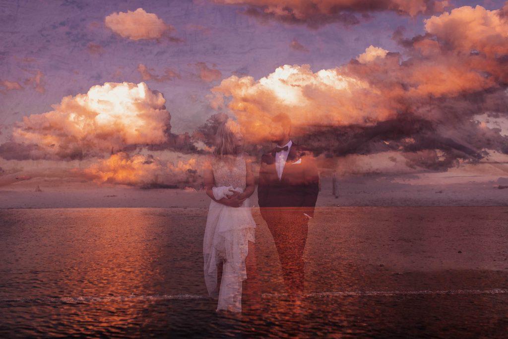 Podwójna ekspozycja - para młoda na tle morza i nieba