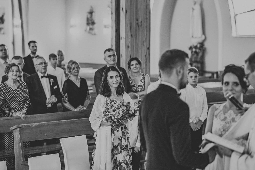 Goście na ceremonii ślubnej