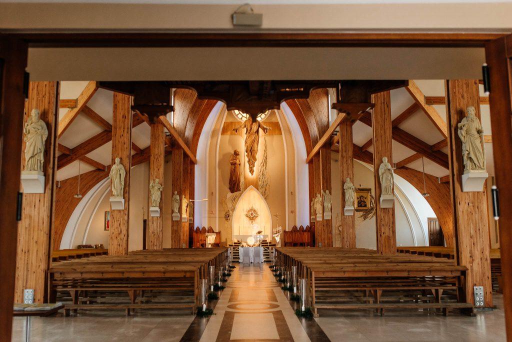 Ołtarz w parafii sw ojca Pio w Gdańsku