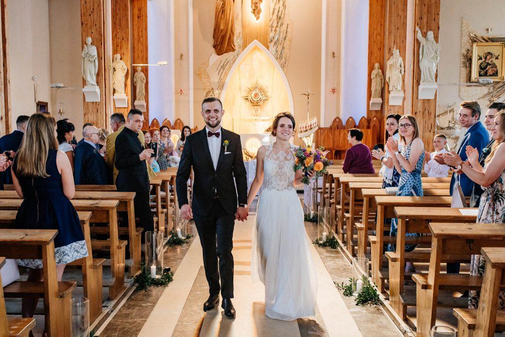 Wyjście małżonków z kościoła św Ojca Pio w Gdańsku