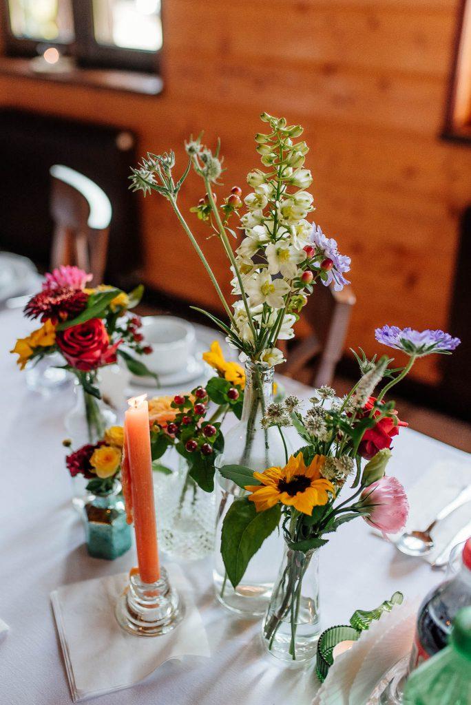 Kwiaty weselne na stole Karczma Swojak Otomin