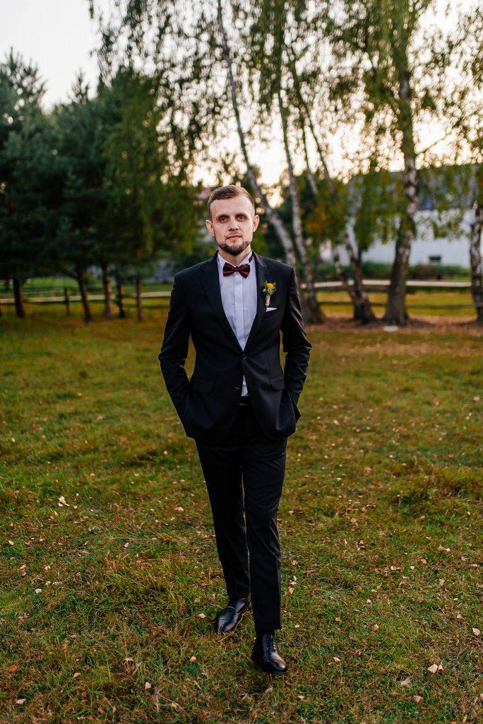 Portret pana młodego na sesji ślubnej