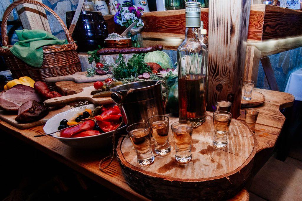 Wódka weselna na przyjęciu weselnym w Karczmie Swojak