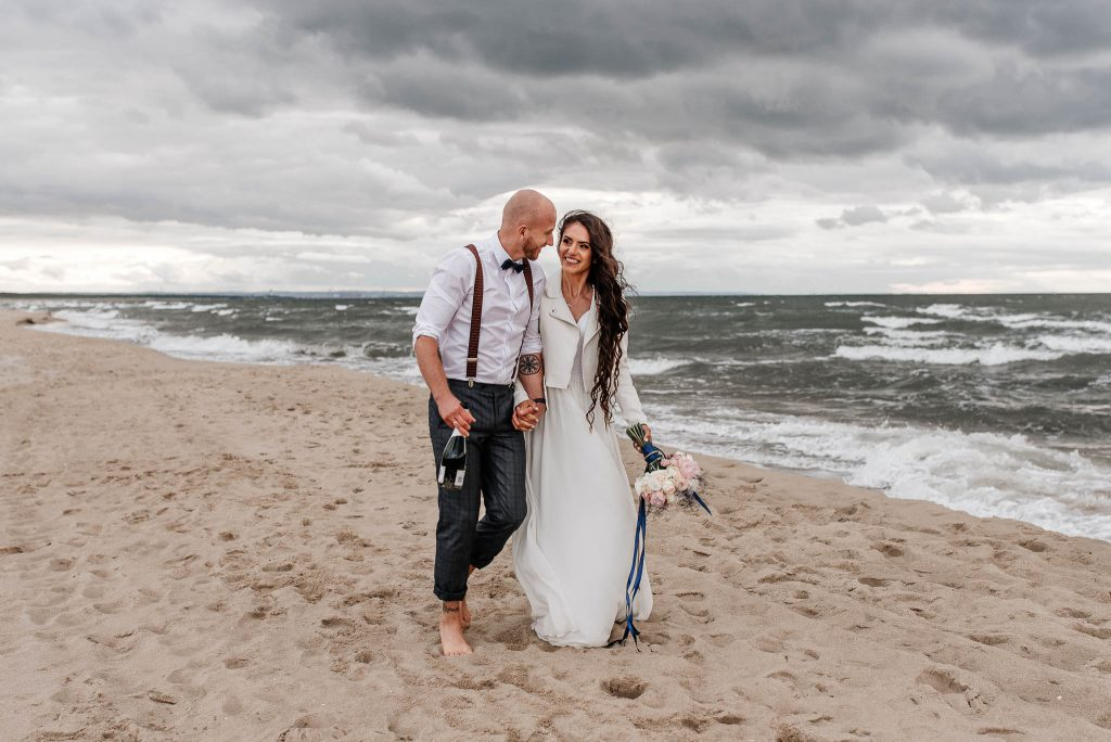 Plenerowa ślubna sesja nad morzem