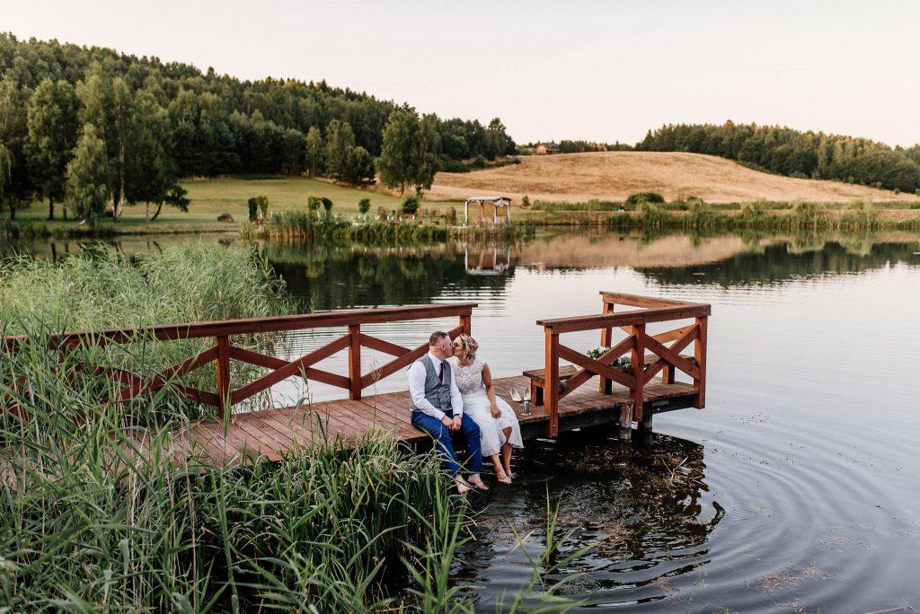 Sesja ślubna nad Jeziorem w Ostrzycach