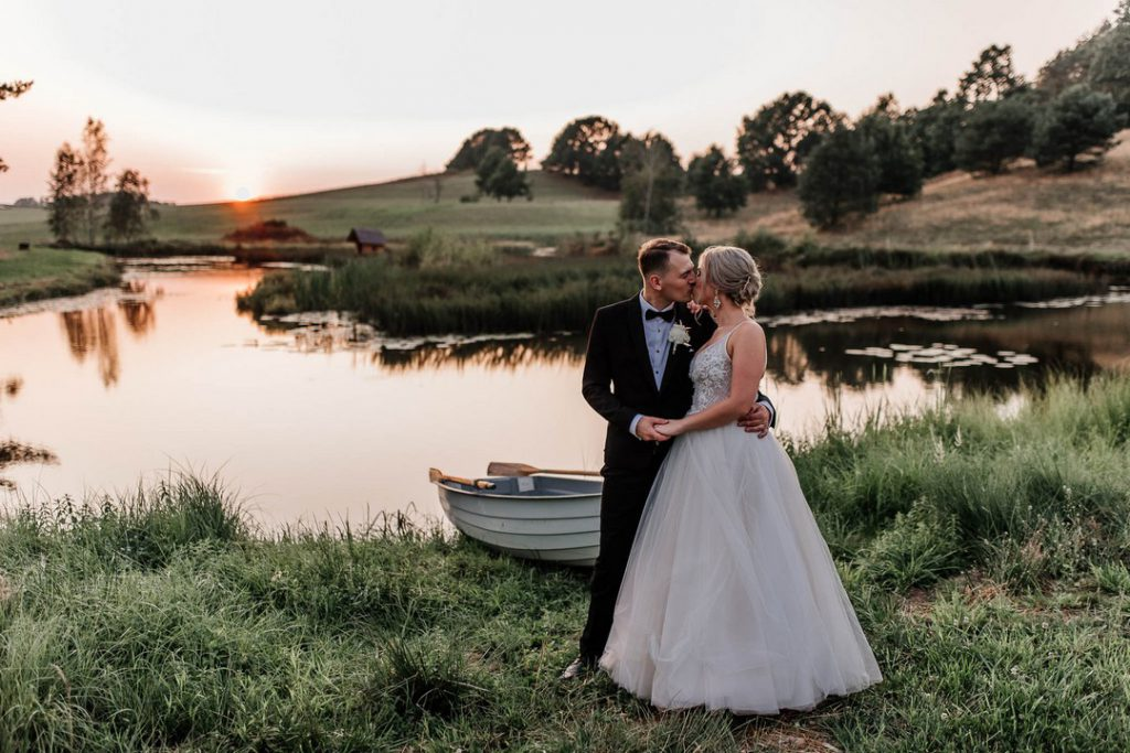 Ślubny plener nad jeziorem