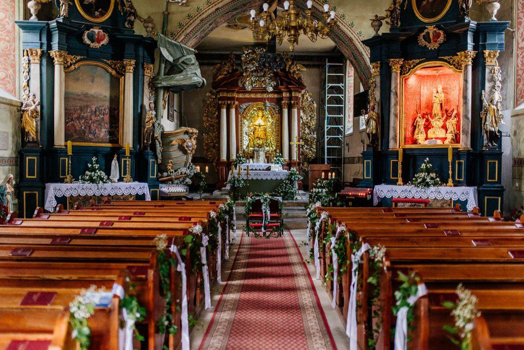 Kościół w Lubiszewie Tczewskim udekorowany na śłub