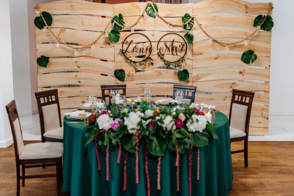 Stół pary młodej w Villa Leśne Ustronie