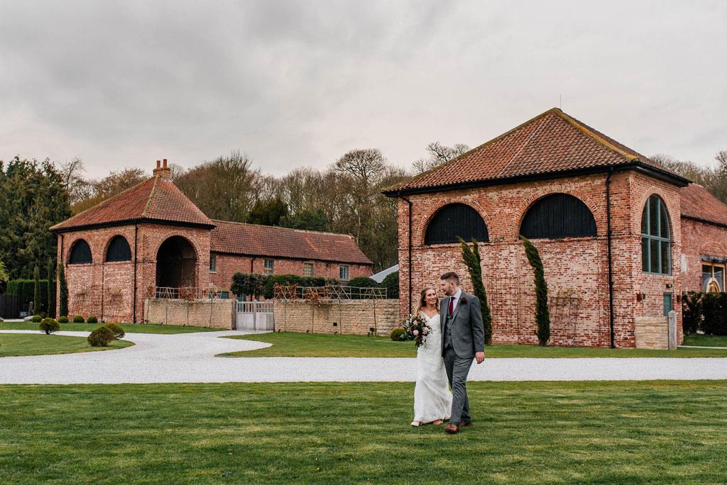 Para młoda na sesji ślubnej z fotograf ślubny Anglia