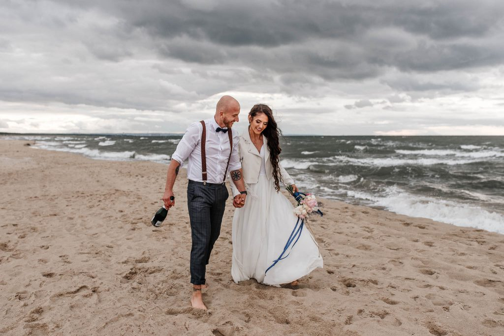 Para Młoda po ślubie w Restauracji Nad Potokiem w Jelitkowie